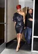 th_20489_RihannaleavingtheRecordPlantinHollywood19.07.2010_12_122_139lo.jpg