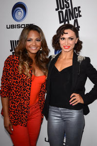 http://img182.imagevenue.com/loc168/th_310402474_ChristinaMilian_JustDance4Launch_18_122_168lo.jpg