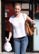 Кэтрин Хэйгл, фото 3551. Katherine Heigl - leaving Sushi Ike in Los Angeles 03/08/12, foto 3551
