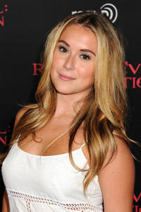 http://img182.imagevenue.com/loc233/th_585569761_AlexaVega_ResidentEvilRetributionPremiere_Hollywood_2_122_233lo.JPG