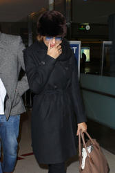 Ева Мендес, фото 4713. Eva Mendes at Los Angeles International, january 2, foto 4713