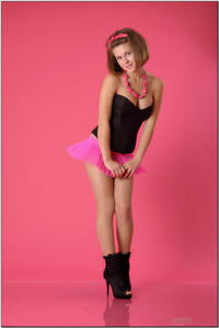 http://img182.imagevenue.com/loc439/th_725448074_tduid300163_sandrinya_model_pinkmini_teenmodeling_tv_015_122_439lo.jpg